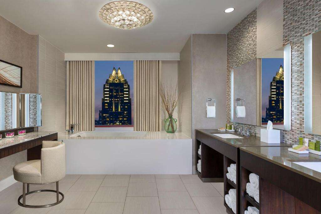 Hilton Austin bath with a view