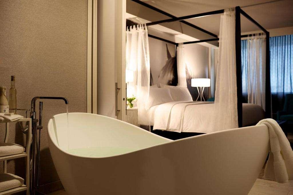 Archer Hotel Austin bath