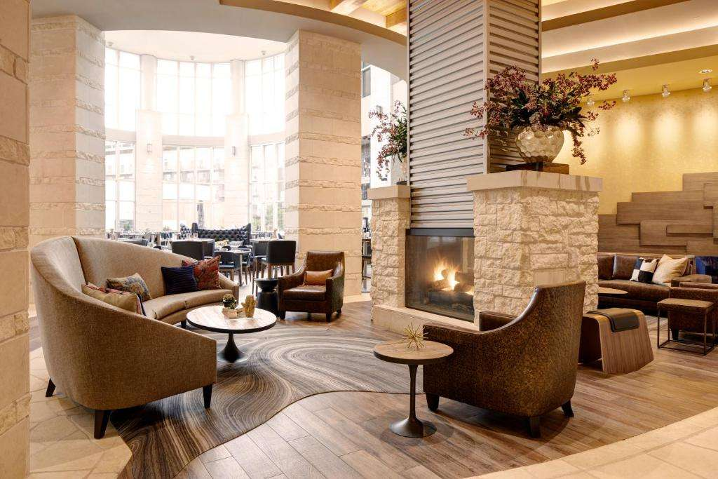 Archer Hotel Austin lounge bar