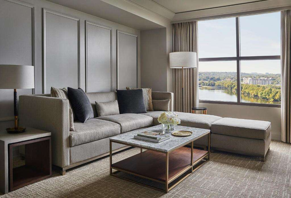 Four Seasons Hotel Austin Sex Couch