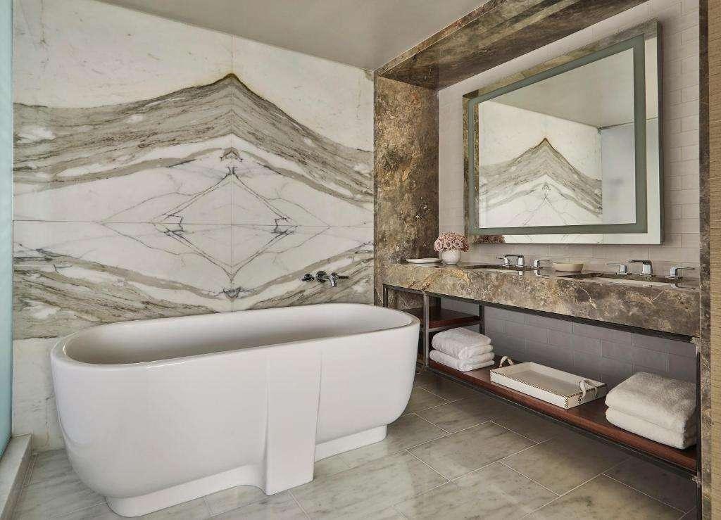 Four Seasons Hotel Bathtub