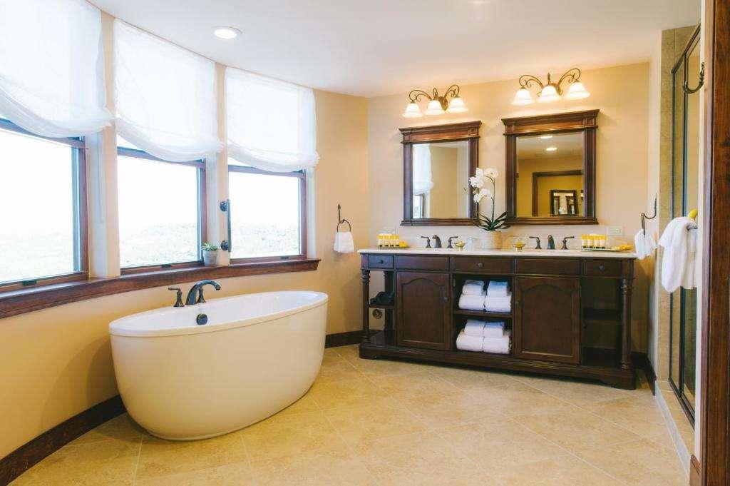 Hotel Granduca Austin bath