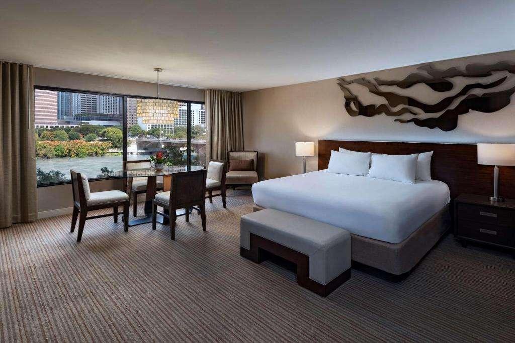 Hyatt Regency Austin couples suite