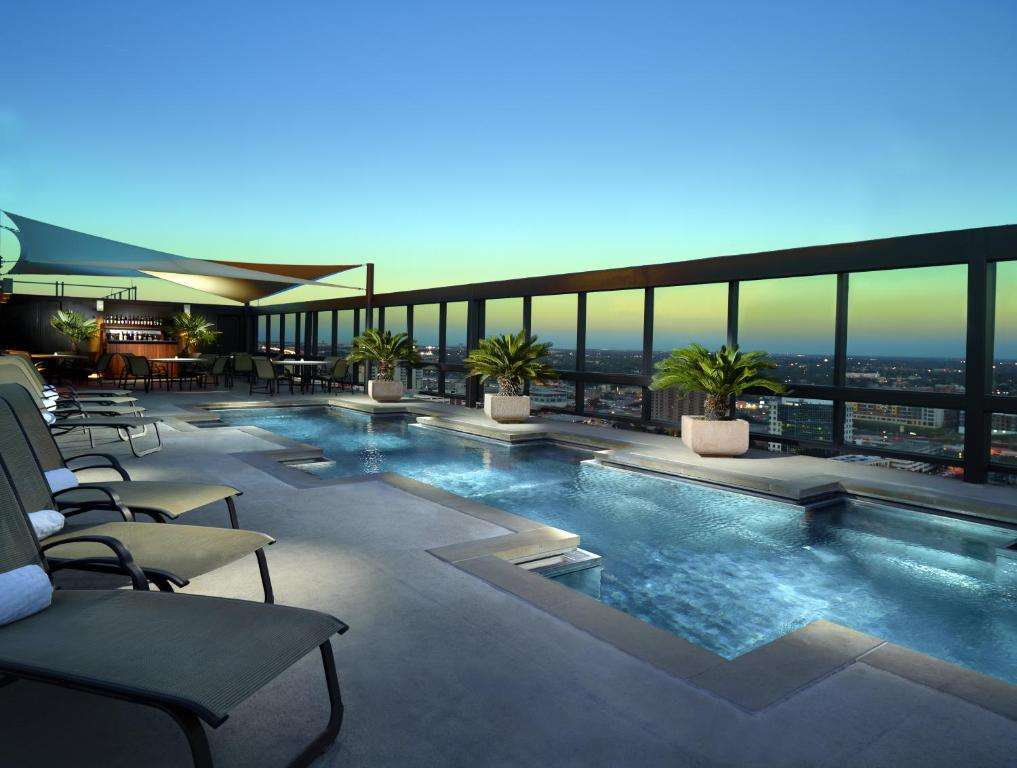 Omni Austin Hotel Downtown rooftop pool