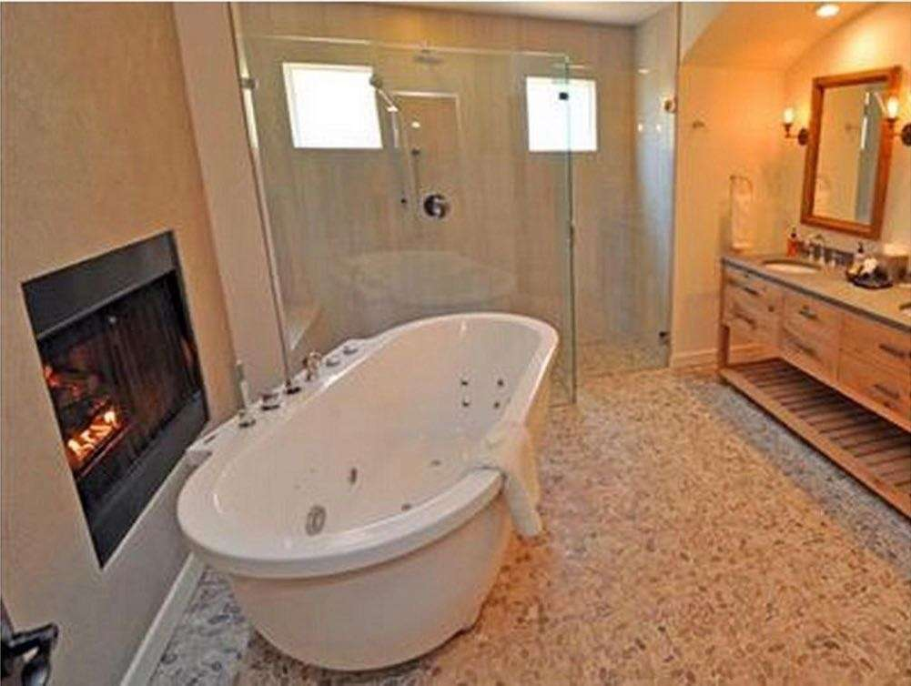 Sage Inn and Spa Bath with Fireplace